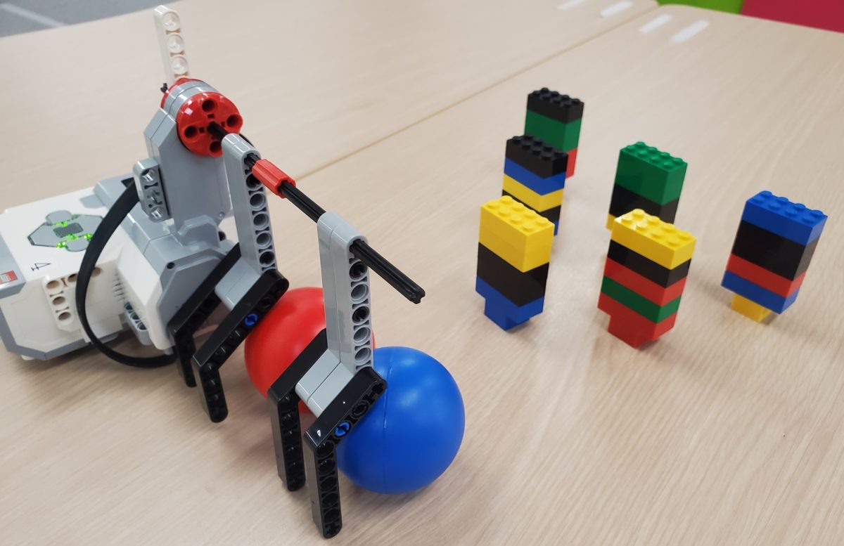 ロボットボウリングで大盛り上がり!